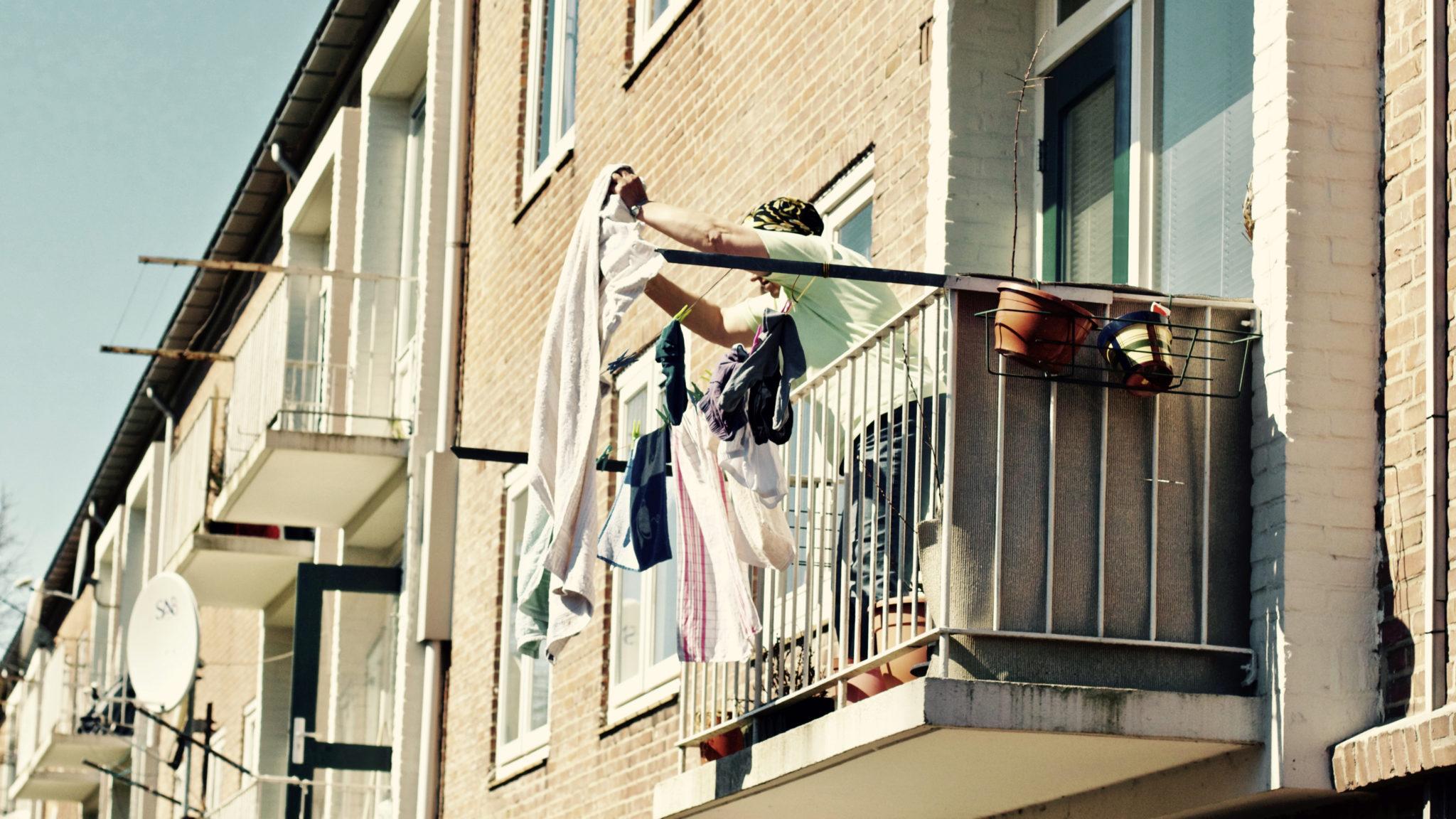 В ляховичах пьяный мужчина сорвался с балкона.